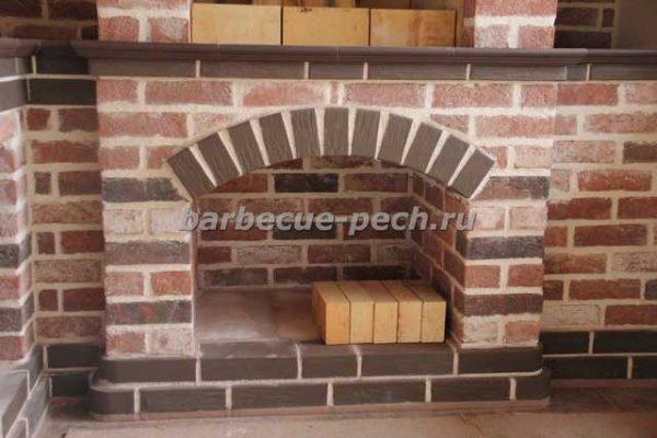 Летняя кухня из кирпича с печью барбекю СНТ Дмитровец